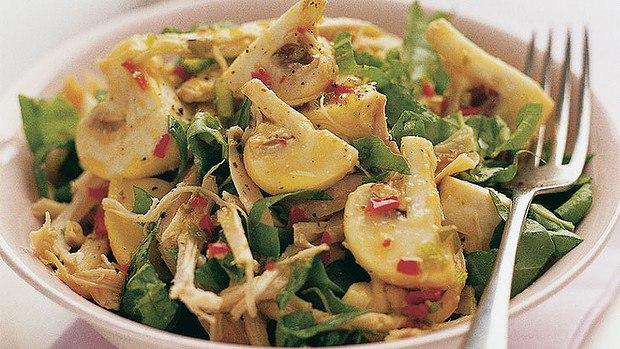 Салат диетический с курицей и грибами