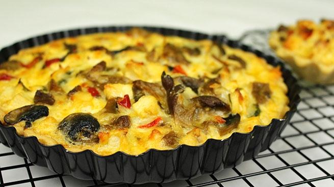 Невероятно вкусный и быстрый рецепт пирога с сыром, грибами и курицей