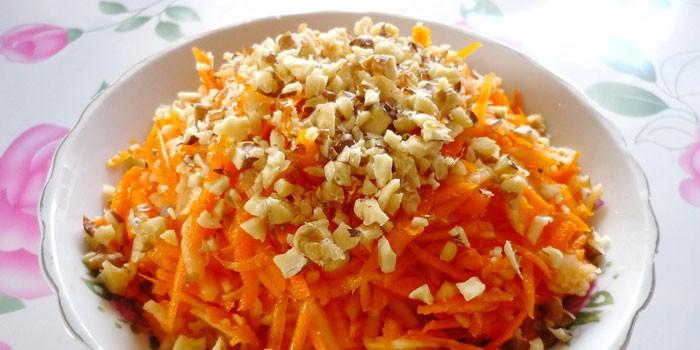 Салат из тыквы с морковью, яблоками и орехами