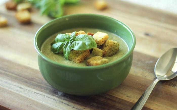 Суп-пюре из брокколи с курицей и сливками