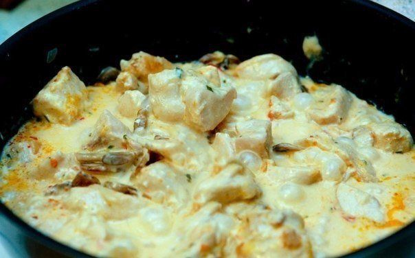 Куриное филе в сырном соусе