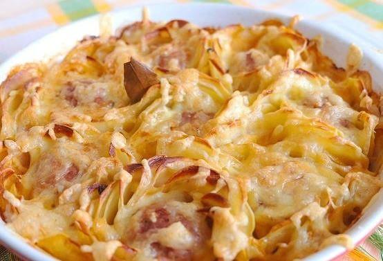 Картофельные розы с мясными шариками